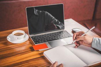 Manager et spécialiste de l'innovation en ligne